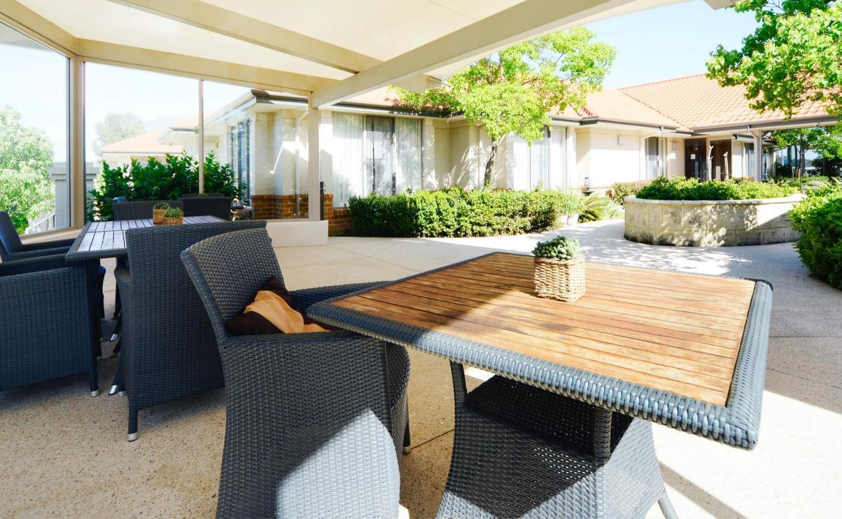 Murdoch Gardens outdoor seating