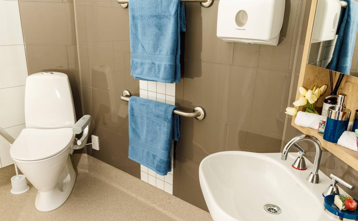 Kawana Waters bathroom