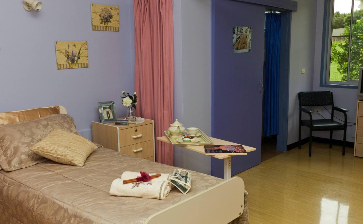 Nambour Gardens  bedroom
