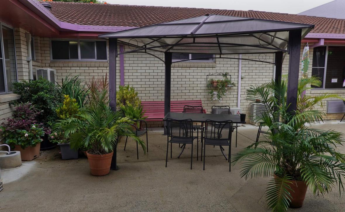 Nambour Gardens  building exterior and outdoor seating