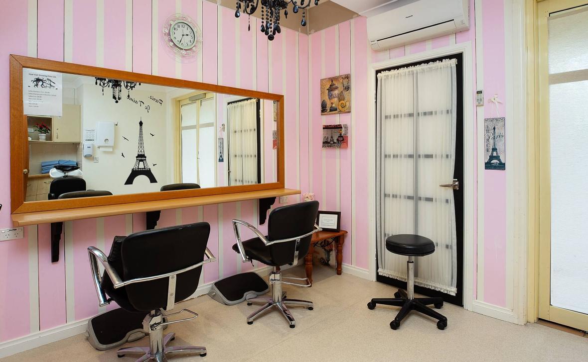 Kirra Beach hairdresser