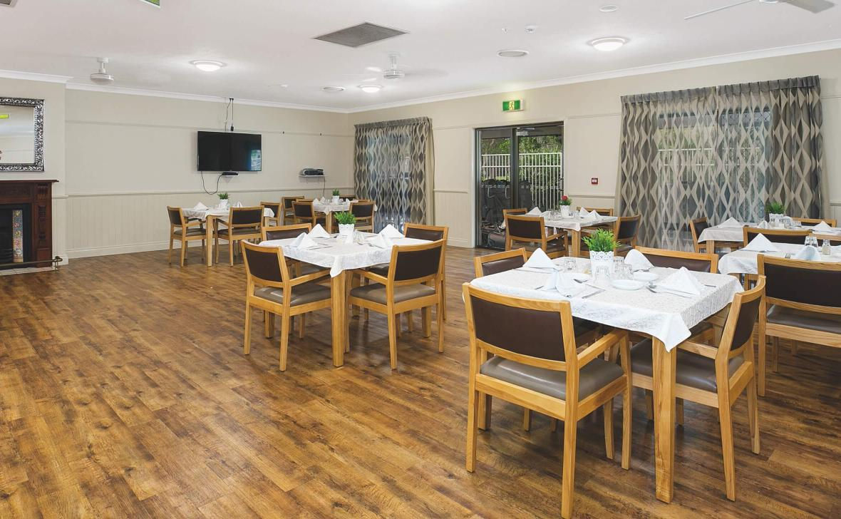 Broadwater Grove dining