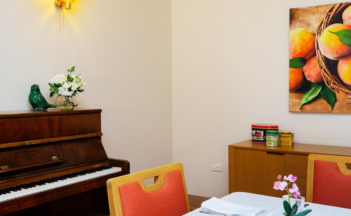 Narrandera Homestead room with piano