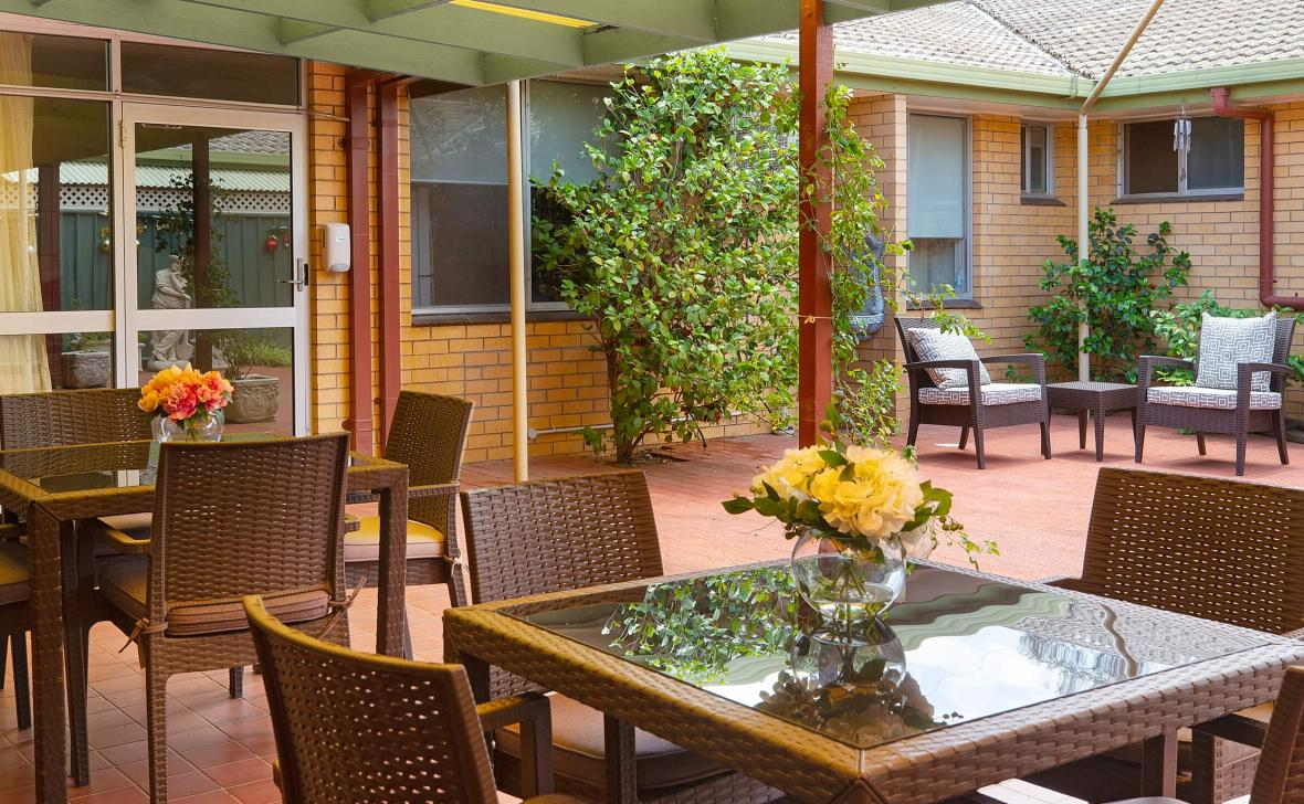 Narrandera Homestead outdoor seating area