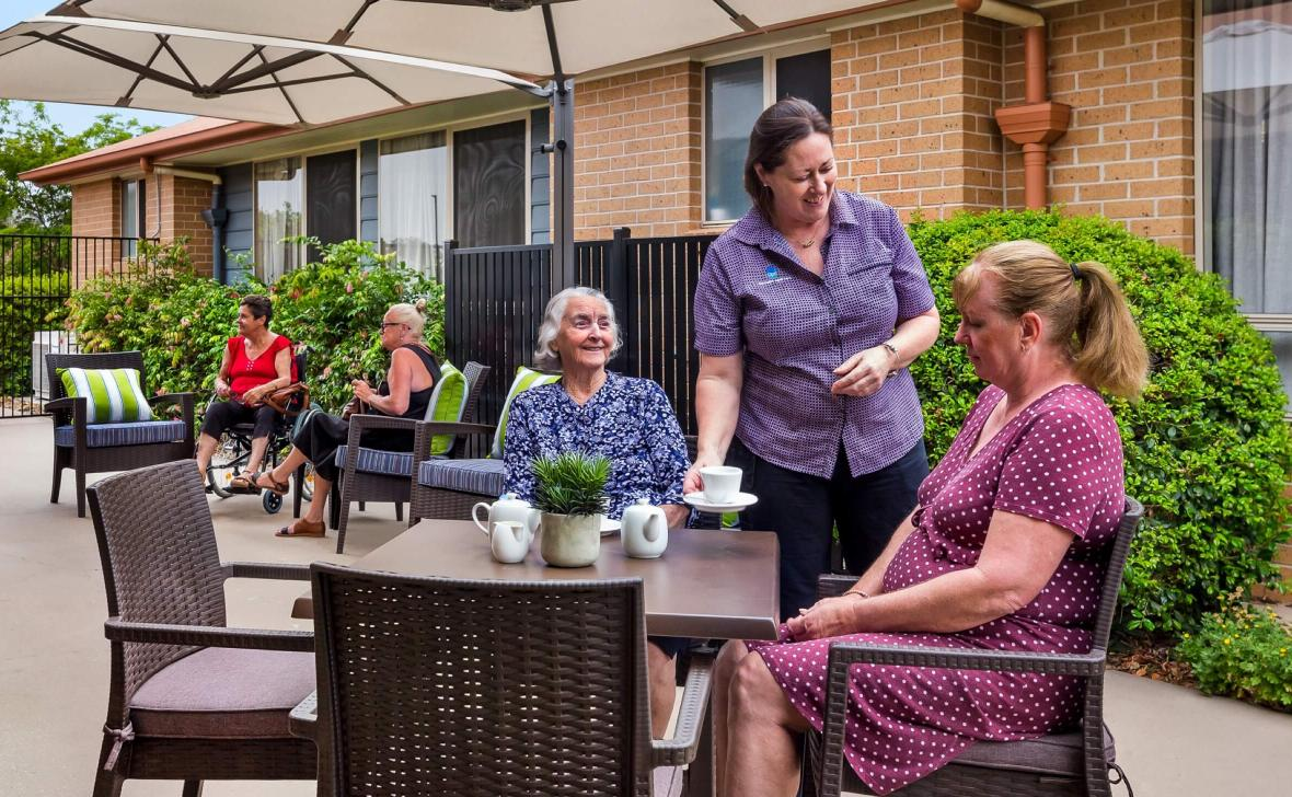 Carseldine Greens residents at table