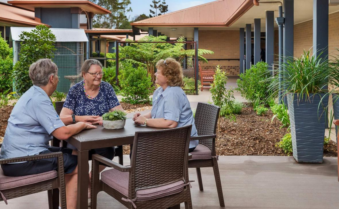 Carseldine Greens residents at outdoor table