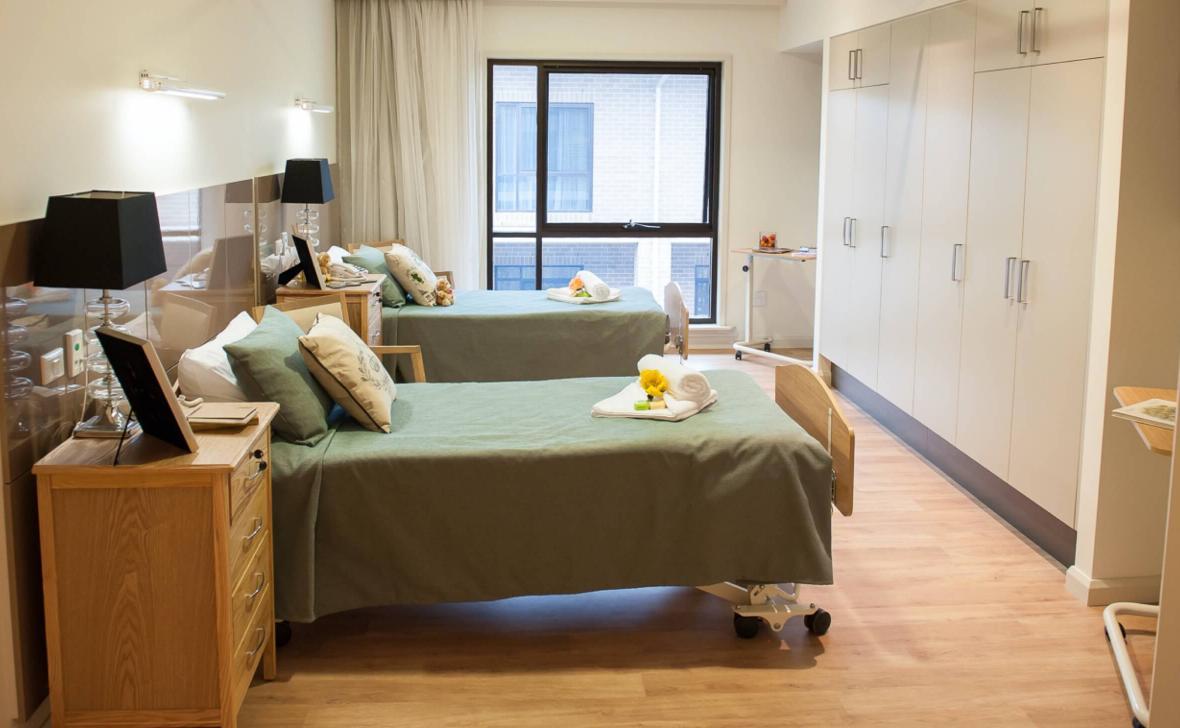Quakers Hillside bedroom