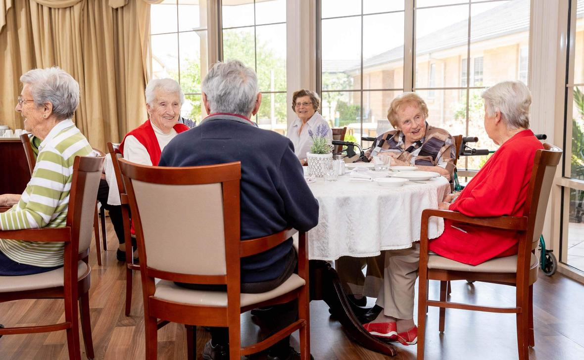 Paynesville Gardens Residents in Dining room02